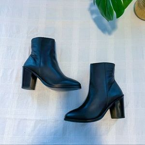 Maya leather boot